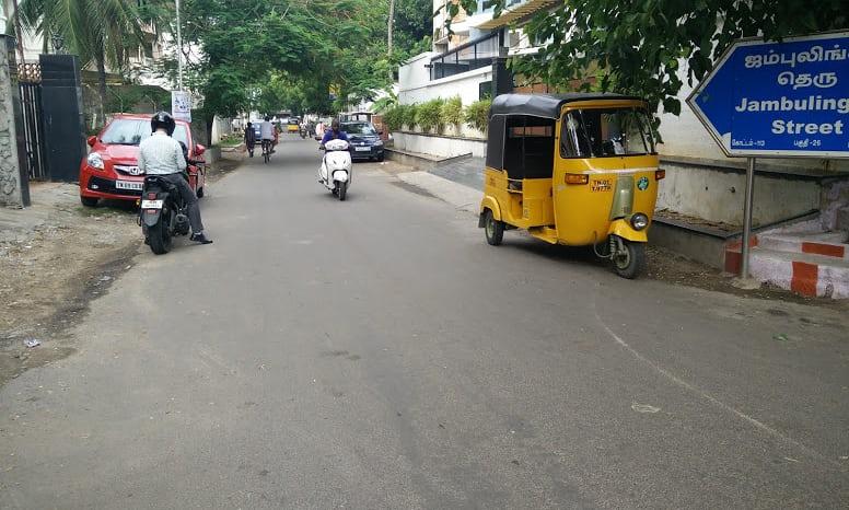 In India le strade si realizzano in plastica